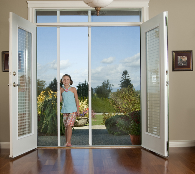 Retractable door and privacy screens abbotsford for Retractable privacy screen